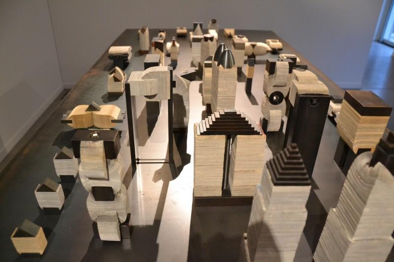"""""""les croquis sculptures"""" bien ordonnées forment une ville imaginaire!"""