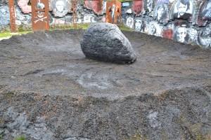 Cratère d'une météore visqueuse d'un pétrole qui gangrène notre terre autant au sens propre (sic) que figuré...