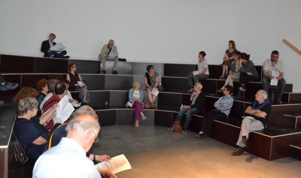 Une rencontre pour l'échange à l'issue de la visite Les amis du Magasin félicitent les curatrice pour la qualité de leurs explications et leur gentillesse.